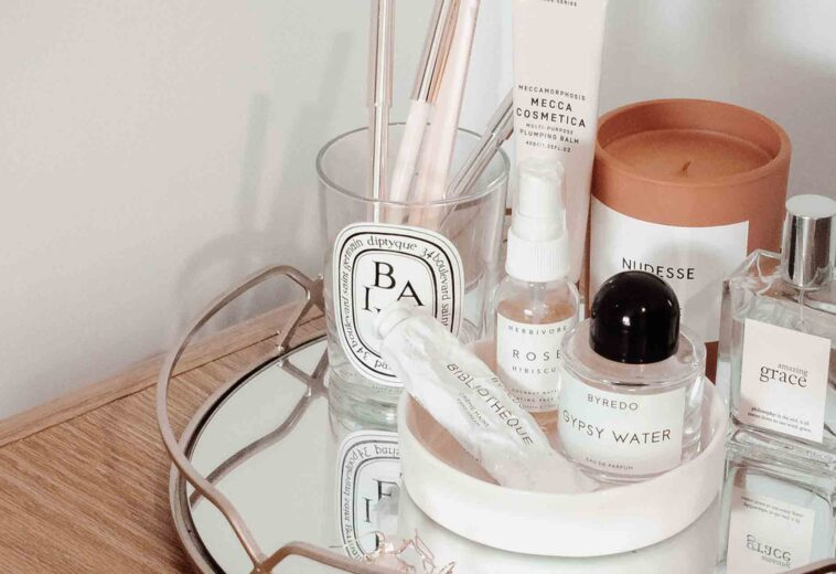 makeup-set-with-tray-beside-wall-2866796